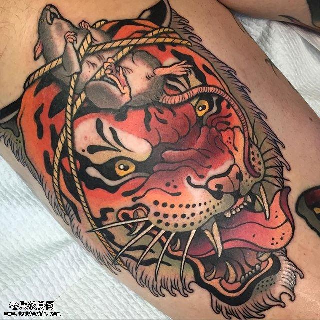 虎头上的老鼠纹身图案图片