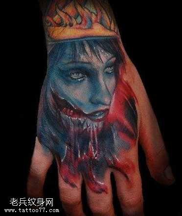 手背血腥肖像纹身图案