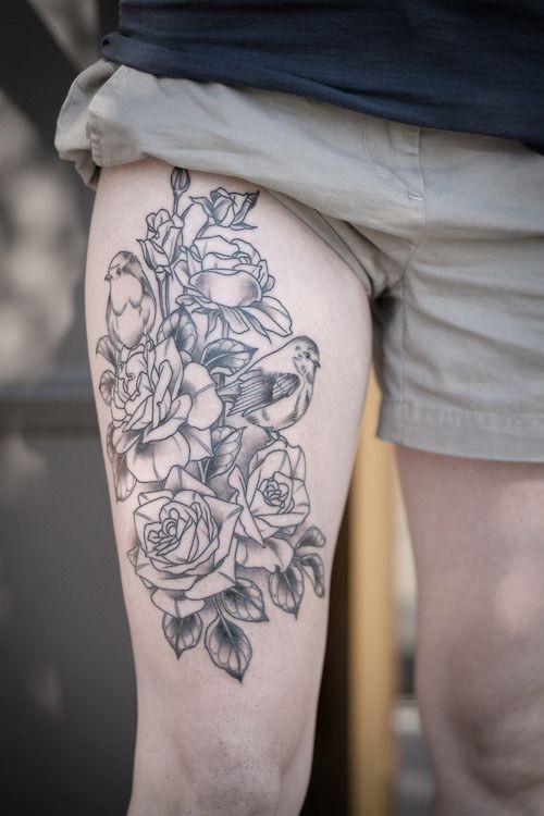 黑色线条玫瑰与小鸟大腿纹身图案图片