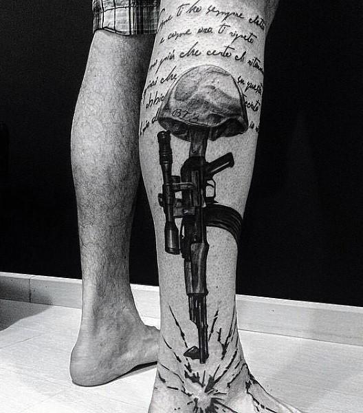 小腿黑色步枪水母头与字母纹身图案