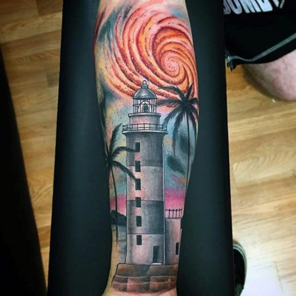 小臂美丽的彩色灯塔与棕榈树纹身图案图片
