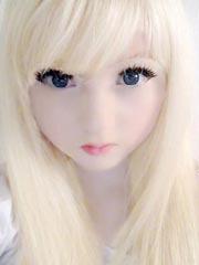 英國15歲白化病蘿莉發型私照 酷似充氣娃娃紅遍全球[14P]