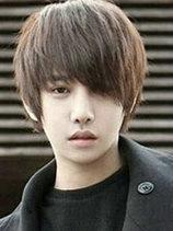 男生长刘海发型设计图片 长刘海烫发帅气迷人[5P]