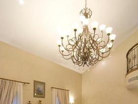 米色美式客廳吊頂設計欣賞