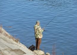 休闲钓鱼的人图片_13张