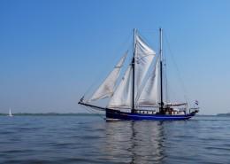 海面航行的白帆船圖片_12張
