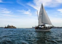 海面航行的帆船圖片_12張