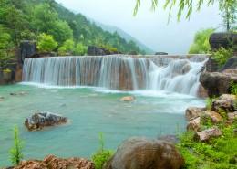 云南麗江玉龍雪山藍月谷自然風景圖