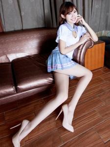 美女腿模queenie學生制服美胸長腿撩人
