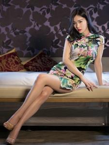 氣質美女旗袍細腰美腿高跟撩人魅惑