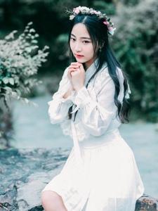 花环女神户外清新自然白裙灵动