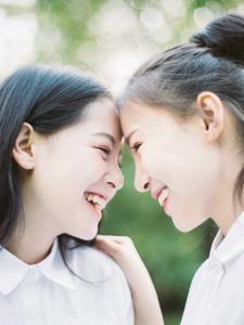 友情在阳光下生长甜美闺蜜的校园写真