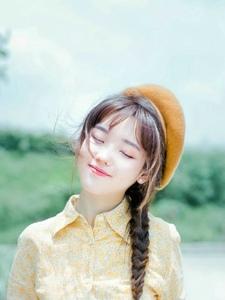 文藝范兒畫家帽少女笑容甜美表情生動