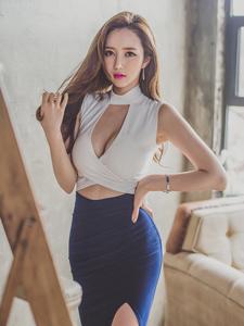 李妍靜藍色高開叉長裙階梯意境寫真