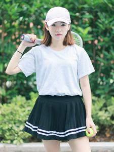 清新短发网球少女可爱写真