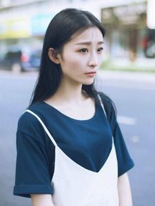 街头上的森系美女文艺淡雅写真