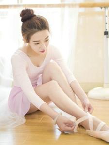 舞房内的芭蕾舞气质美少女养眼可人
