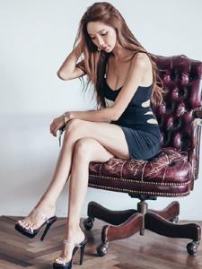 高挑纖細身材大胸美腿女神養眼動感又迷人