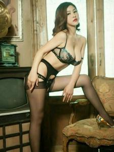 冷艷紅唇黑絲御姐私房高挑迷人誘惑