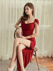 红裙美女靓丽高跟修长美腿气质写真