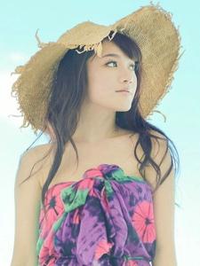 晴天碧海小清新草帽美女陽光靚麗很迷人