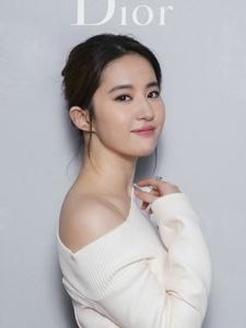 刘亦菲受邀在杭出席品牌相关活动感受下无死角的美