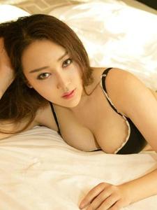 妖媚女神韩贝贝内衣翘臀美乳床上性感多姿写真