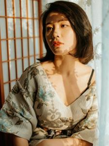 成熟气质女神私房冷艳衬衫迷人写真