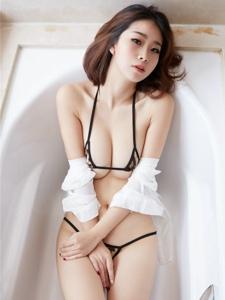 气质尤物酥胸迷人浴缸诱惑写真