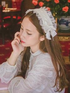 文藝嬌俏妹子安靜如花般美麗