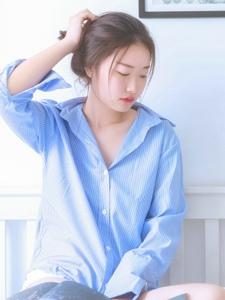 私房衬衫平安彩票app安静柔美红唇娇艳