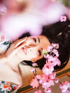 日系和服少女居家香肩微露私房写真