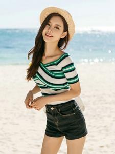 海邊度假草帽美模露臍裝牛仔美艷寫真