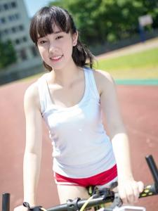 夏日背心马尾单车少女运动阳光写真