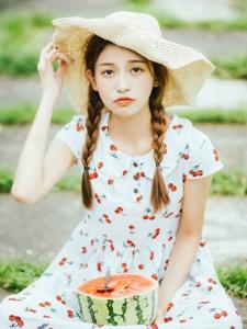 户外清凉连衣裙西瓜少女可爱迷人