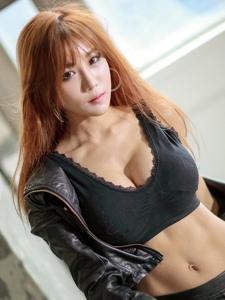 韓國性感大胸皮褲美女撩人氣質艷麗十足