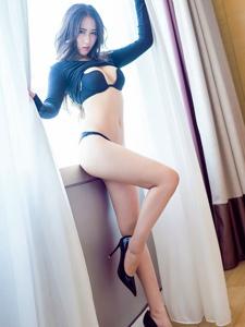 性感女神高跟長腿翹臀美背誘惑撩人寫真