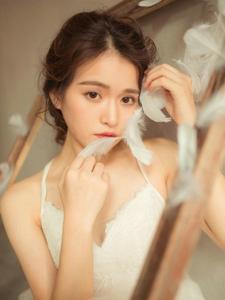 气质盘发白纱美女漂亮养眼写真