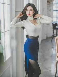 撩发爆乳美模低胸裙秀深沟变性感熟女