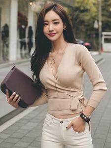 时尚平安彩票app模特白色牛仔裤街拍写真