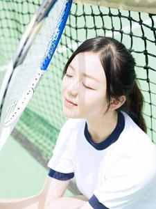 清纯可人网球少女运动服可爱写真
