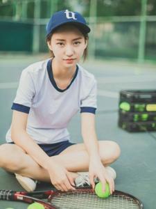 棒球帽网球少女笑脸阳光活力怡人写真
