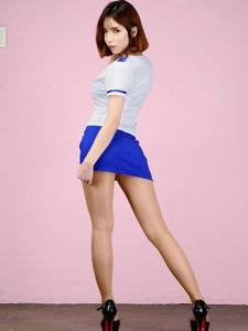 美胸微露超短性感轻熟女翘臀美腿诱惑写真