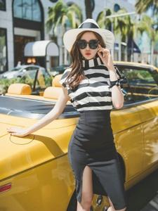 香车平安彩票app模特条纹裙率性不羁有活力