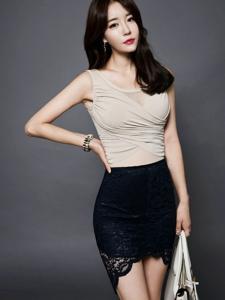 包臀蕾丝裙平安彩票app模特美胸诱人秀身段