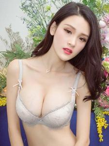 性感女神吕诗茗内衣丰乳翘臀诱惑写真