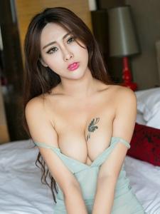 性感女神孟狐狸情趣睡衣低胸爆乳坚挺诱人