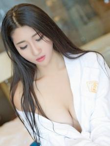 惹火美女蘇韻錦浴袍真空胸器白皙誘人