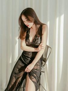 透视蕾丝裙美女模特丰满白皙惹火诱人