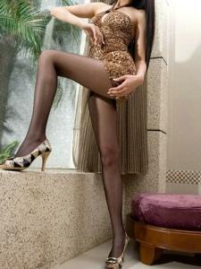 氣質女神豹紋短裙黑絲襪美腿私房寫真